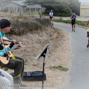 A great photo from the Half Moon Bay International Marathon!